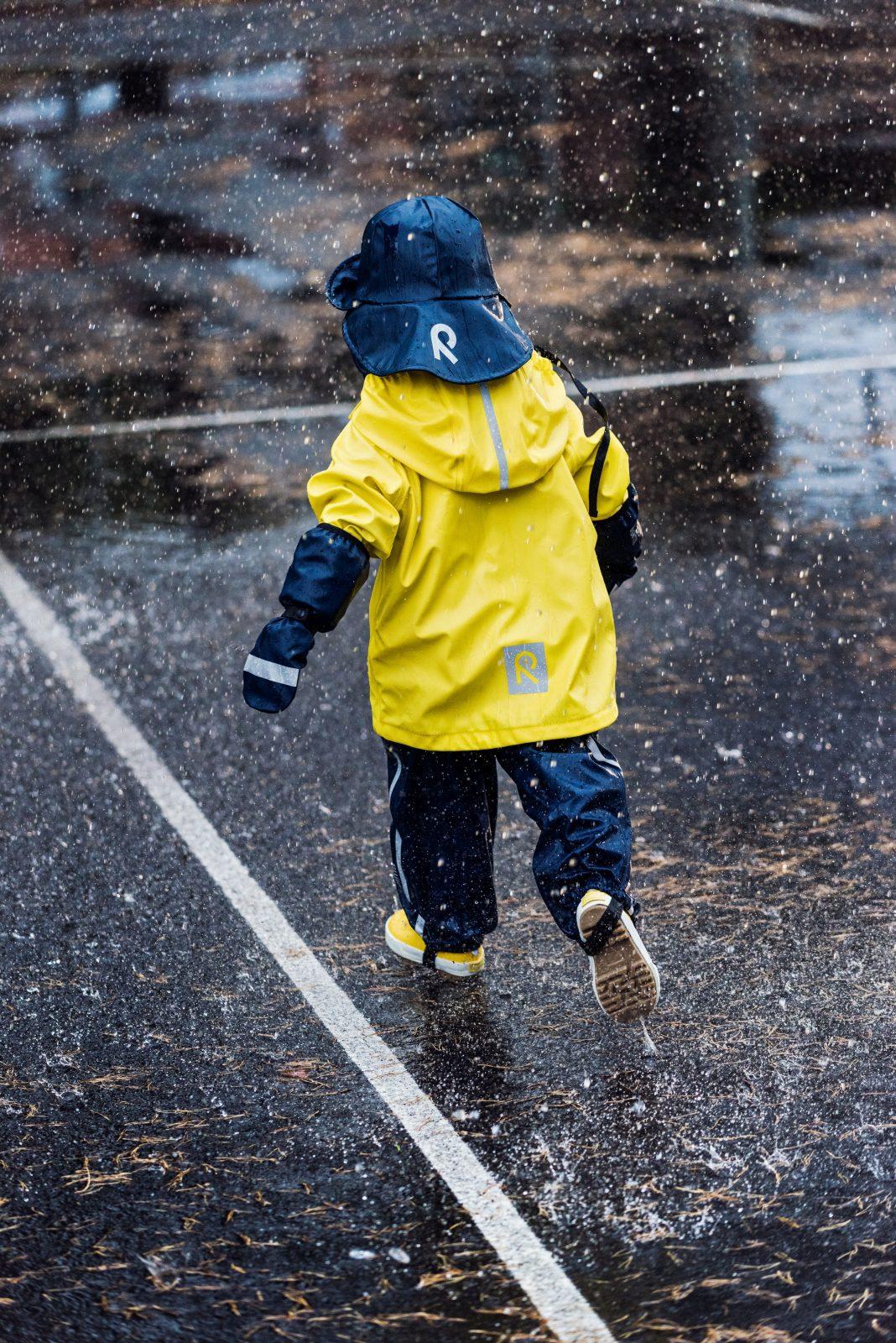 Detský klobúčik do dažďa Reima tmavomodrý | Welcomebaby.sk