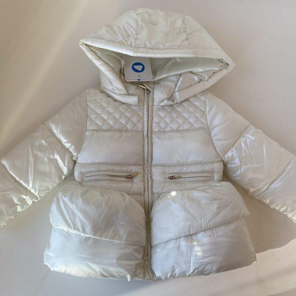 Dievčenská bunda s volánom a kapucňou Mayoral biela | Welcomebaby.sk