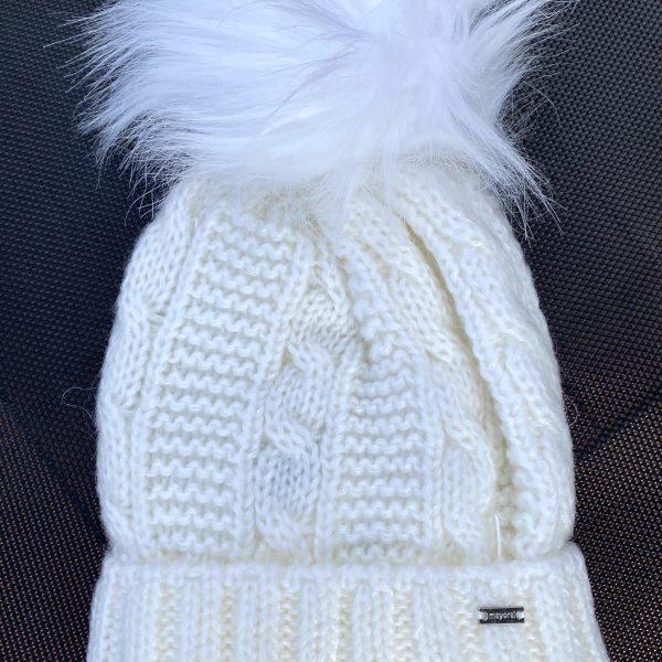 Dievčenská pletená čiapka s brmbolcom Mayoral biela | Welcomebaby.sk
