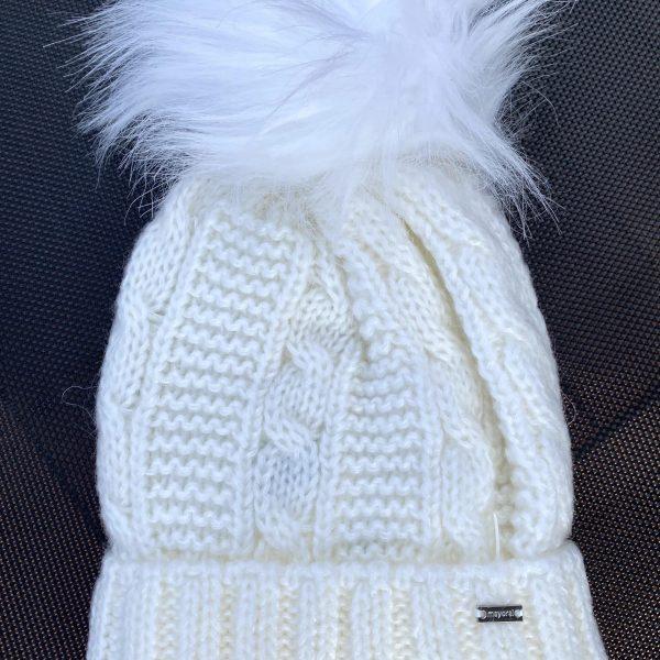 Dievčenská pletená čiapka s brmbolcom Mayoral biela   Welcomebaby.sk