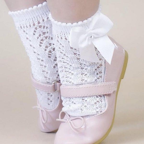 Háčkované ponožky na boku so saténovou mašľou Cóndor biele | Welcomebaby.sk