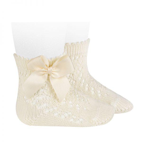 Háčkované ponožky na boku so saténovou mašľou Cóndor maslové | Welcomebaby.sk