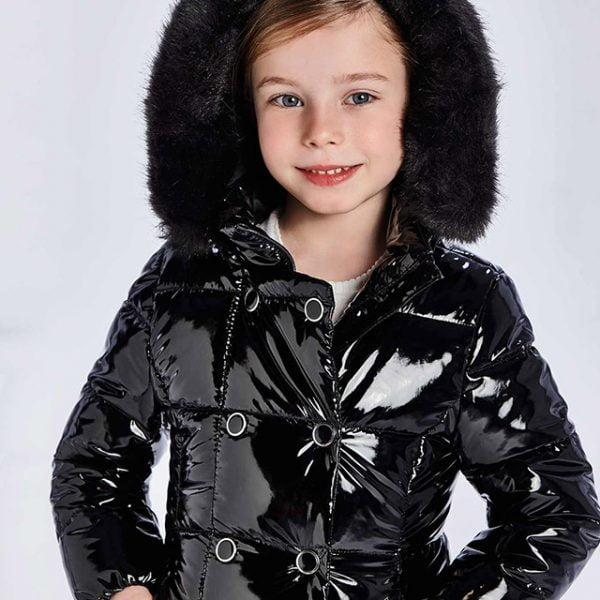 Dievčenská lesklá predĺžená bunda s kožušinovou kapucňou Mayoral čierna | Welcomebaby.sk