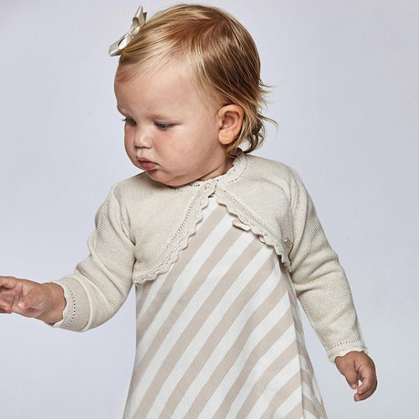 Dievčenské bolerko s jemným vzorom a zvlneným dizajnom Mayoral zlaté/champan   Welcomebaby.sk